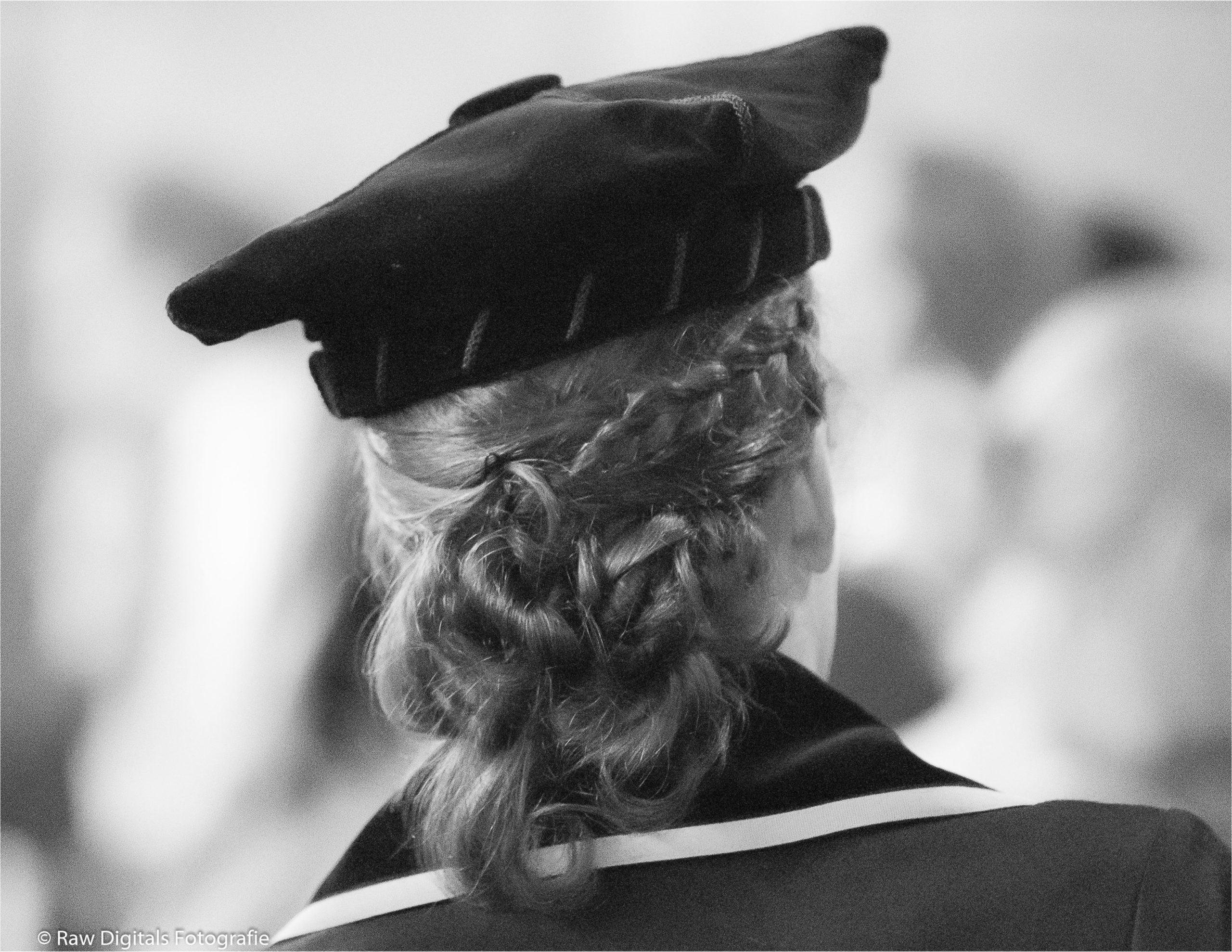 Oratie van prof. dr. Sarah de Lange achteren in zwart/wit te Amsterdam